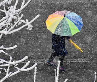 В пятницу на Украине мокрый снег, гололёд и гололедица