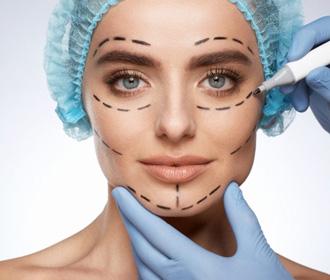 Женщина пришла на пластику носа и осталась без части уха