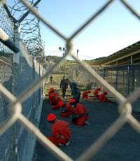 Узникам Гуантанамо разрешили обращаться в суд