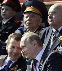 """Медведев назвал назначение Саакашвили """"шапито-шоу"""""""