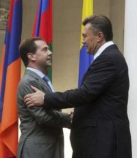 Медведев поздравил Януковича с Днем независимости