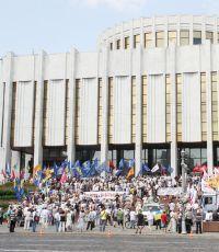 Активисты прекращают голодовку под Украинским домом