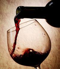 Пара бокалов вина снимет остроту старения