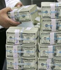 НБУ продаст на межбанке $300 млн