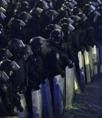 Силовики оттесняют протестующих с Майдана
