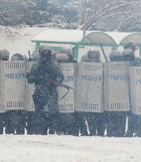 Киевляне закупили «Беркуту» теплые вещи и сигареты