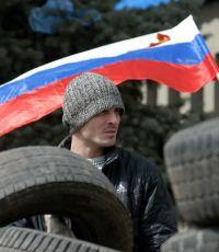 """Митингующие в Донецке решили создать собственную """"народную армию"""""""