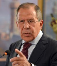 Лавров: Киев должен полностью выполнять минские соглашения