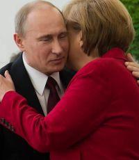 Меркель в беседе с Путиным указала на необходимость избегать эскалации ситуации на Украине