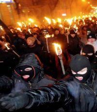 В центре Киева проходит факельное шествие по случаю 106-й годовщины со дня рождения Бандеры