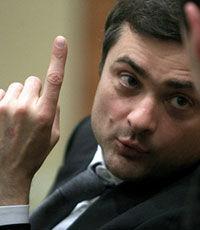 Порошенко обвинил Суркова в руководстве снайперами на Майдане