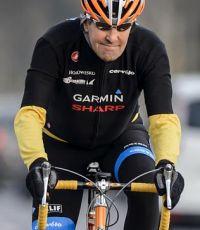 Керри упал с велосипеда и сломал бедро