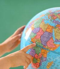 В Латвии изъяли из продажи глобусы с Крымом в составе России
