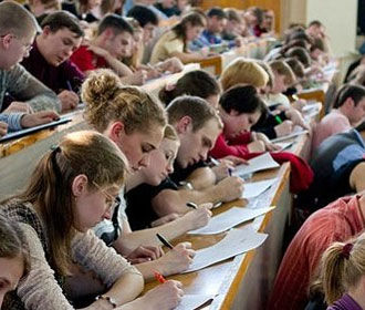 Абитуриенты подали почти 2 млн заявлений в украинские вузы