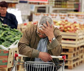 Украинцы почти половину доходов тратят на еду