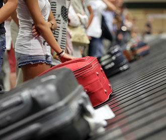 """В аэропортах хотят """"отменить"""" русский язык"""