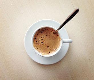 Смесь алкоголя с кофеином признали опасной для мозга