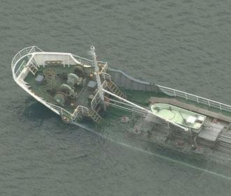 У берегов Японии тонет танкер с опасной щелочью