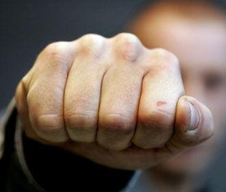 В Киеве грабители избили парня и отобрали сумку с 300 тысячами гривен