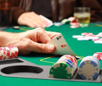 Большинство украинцев не поддерживают рынок земли и легализации казино