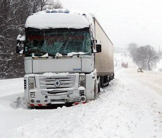 """На трассе """"Киев-Одесса"""" временно ограничили движение фур из-за снегопадов"""