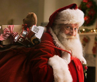 Санта Клаус начал развозить подарки на Рождество