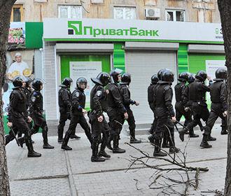 """Порошенко: авантюра с """"Приватбанком"""" угрожает потерей денег клиентам, а стране - дефолтом"""