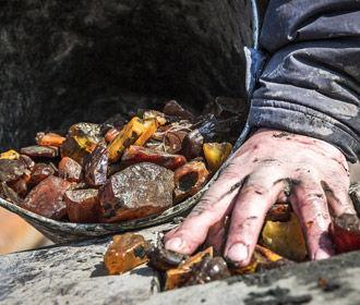 На Ривненщине полиция изъяла янтарь на 2,8 млн грн