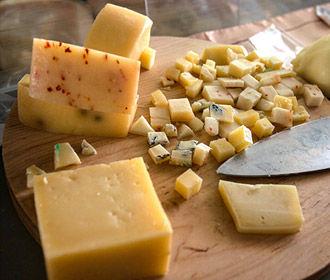 При высоком давлении лучше не есть обычный сыр