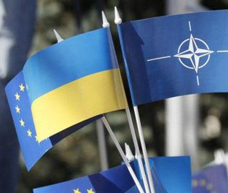 Украинцы больше поддерживают присоединение страны к ЕС, чем к НАТО