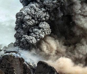 """Землетрясение в Индонезии """"разбудило"""" вулкан"""