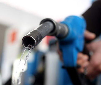 Крупные сети АЗС начали снижать цены на бензин