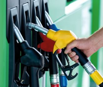 Бензин и дизтопливо подешевели за год почти на четверть