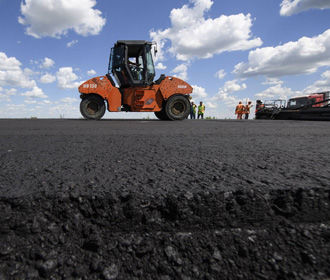 Омелян назвал стоимость ремонта километра дороги в Украине