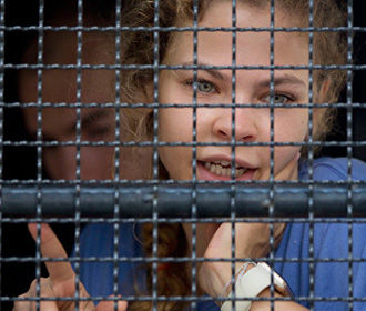 Суд в Таиланде приговорил к условному сроку Настю Рыбку и Алекса Лесли