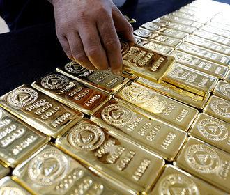 Мировые центробанки купили рекордные объемы золота