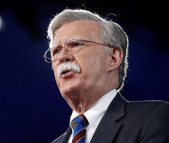 США не потерпят вмешательства иностранных военных в Венесуэле, - Болтон