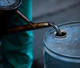 Цена на нефть упала ниже $70 за баррель