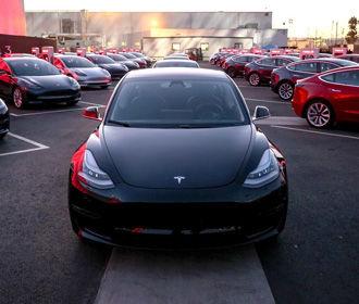 Tesla намерена запустить сервис беспилотного такси