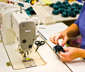 Полный ассортимент швейных машин, вспомогательного оборудования и аксессуаров в магазине Janome