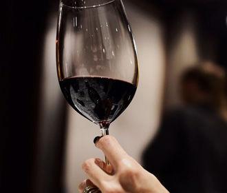 Соединение из красного вина вылечит депрессию и тревожность