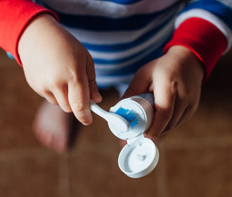 Выявлена неожиданная опасность шампуня и зубной пасты