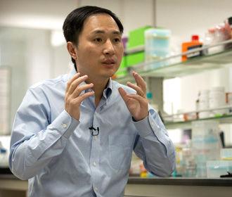 Китайского ученого, заявившего о рождении первых в мире генетически модифицированных детей, взяли под охрану