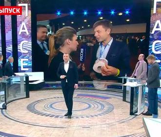 Гончаренко подарил российской журналистке туалетную бумагу с портретом Путина