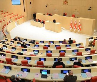 """Правящая партия """"Грузинская мечта"""" потеряла конституционное большинство в парламенте"""