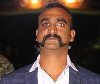 Вернувшийся из плена индийский пилот задал новый тренд на усы