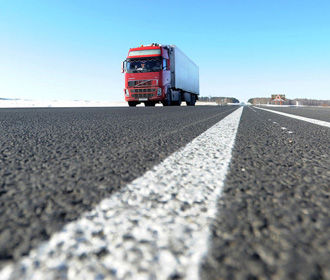 Для грузовиков проезд по украинским дорогам может стать платным