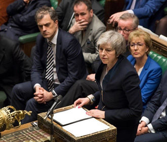 Тереза Мэй перед отставкой поддержала в парламенте Бориса Джонсона