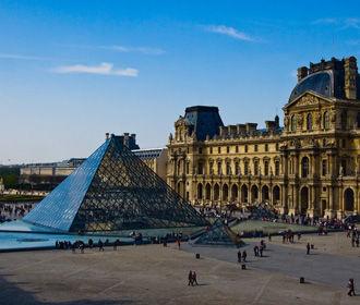 Франция будет тестировать туристов на коронавирус