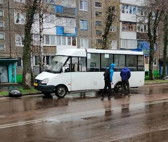 В Житомире у маршрутки на ходу оторвалось два колеса